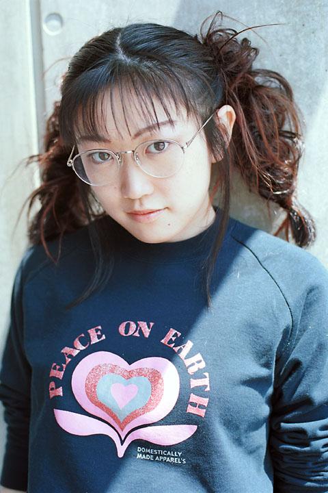 川西一穂さん / 2000-04-30 / 横浜市内某所 / EOS-1nHS + EF50mm F1.4 USM / FUJI REALA ACE